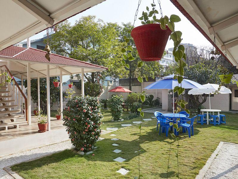 Cozy-Attic-1BR-sloped-roof-in-garden-residence